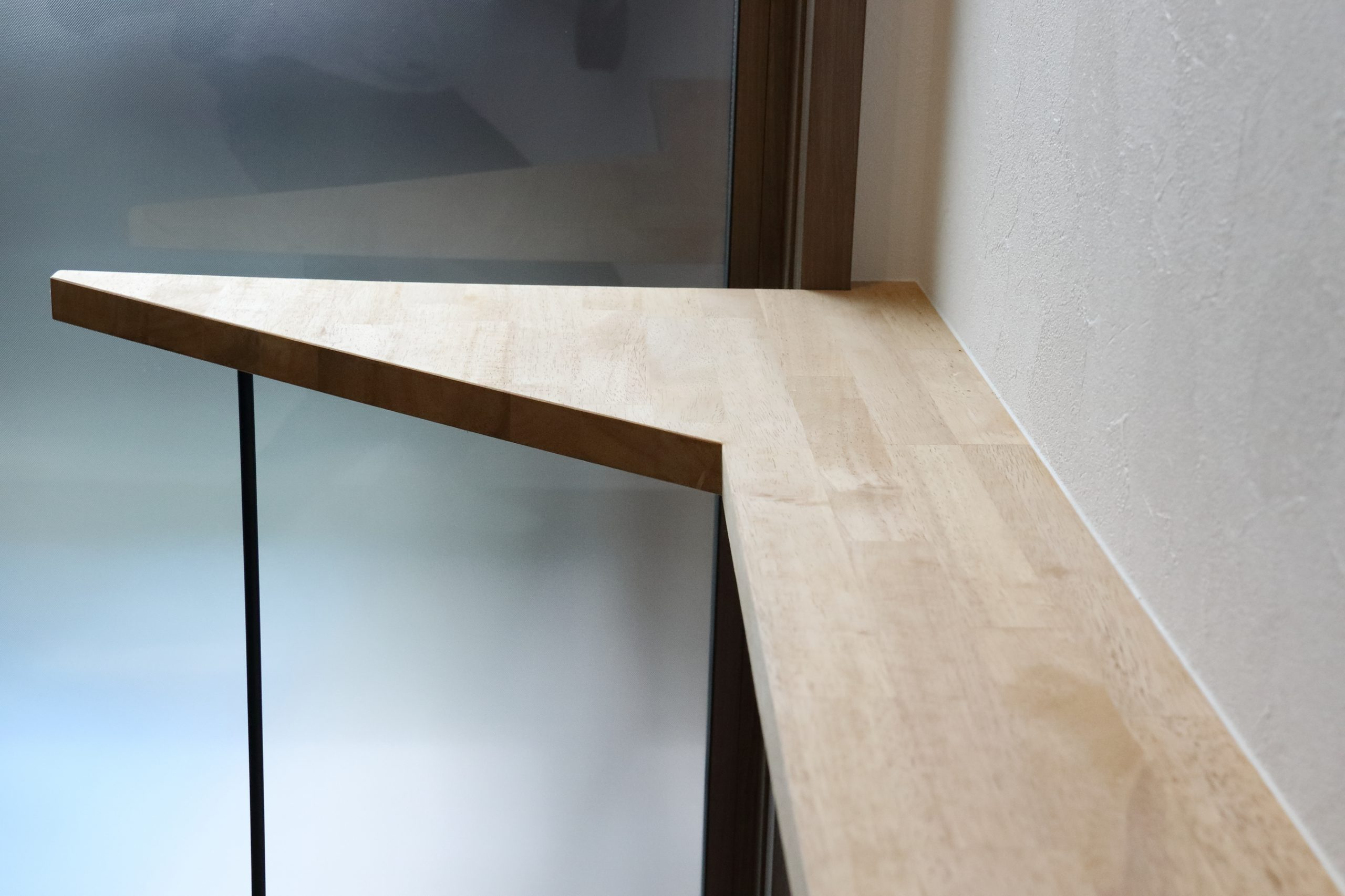大空間の吹き抜けと採光でデザインされた平屋